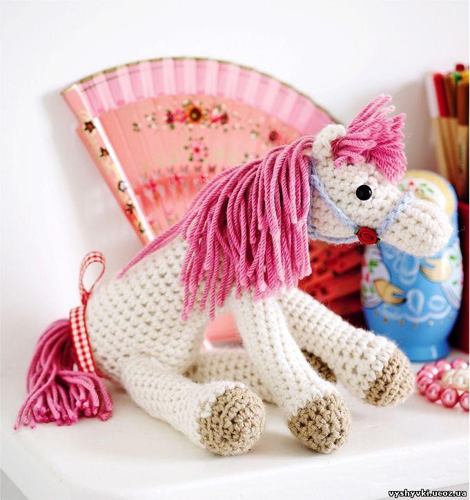 Вязаная игрушка - лошадка