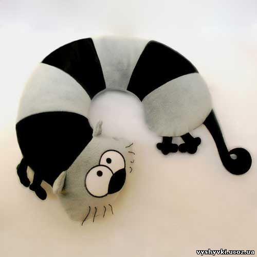 Кот - подушка под шею