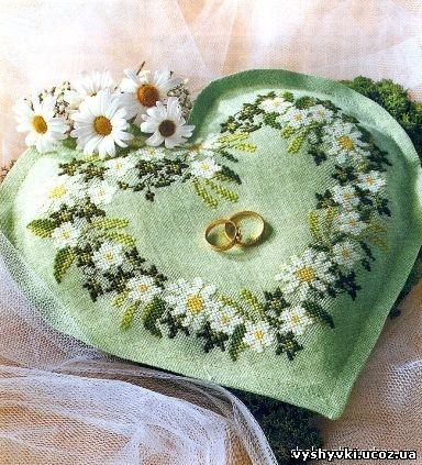 Вышивка к свадьбе - подушка с